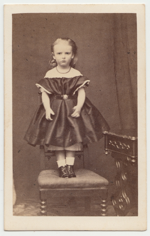 CDV-Lawrence-GirlonChair-FRONT